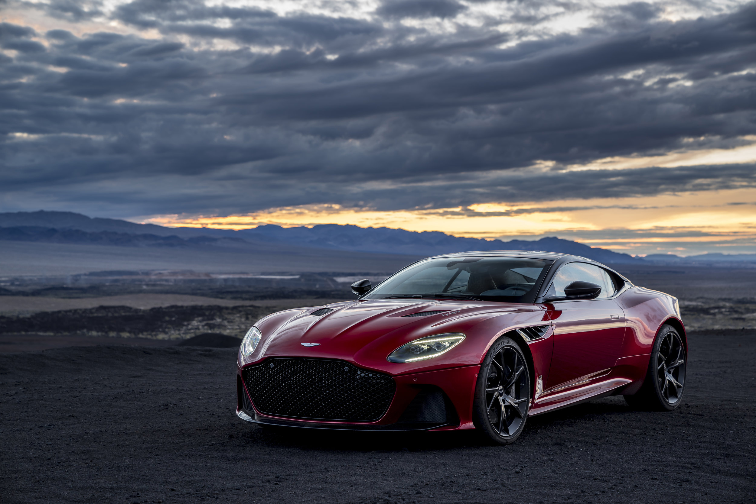 DBS Superleggera (1).jpg