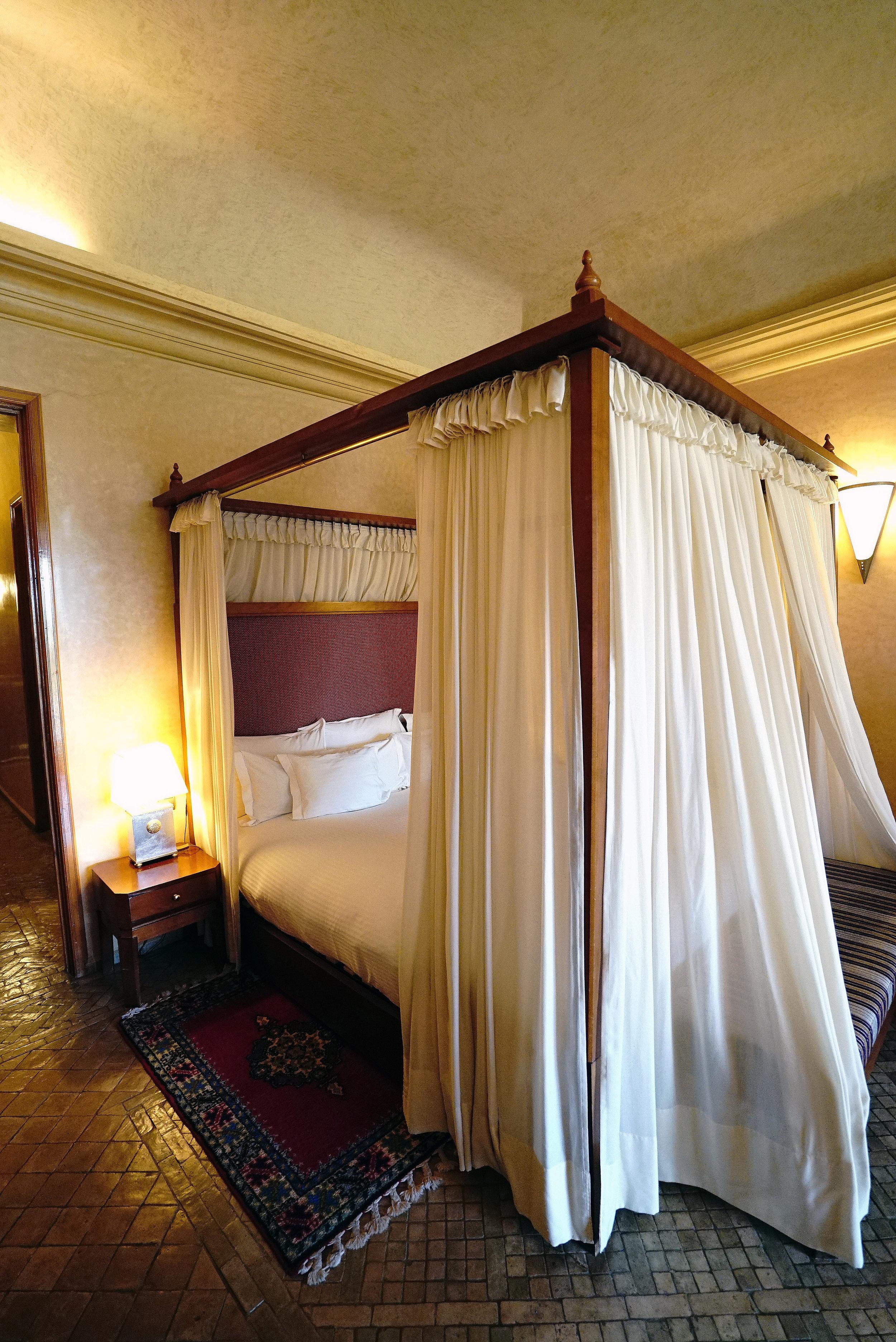 Es Saadi The Palace Room Suite Bed.jpg