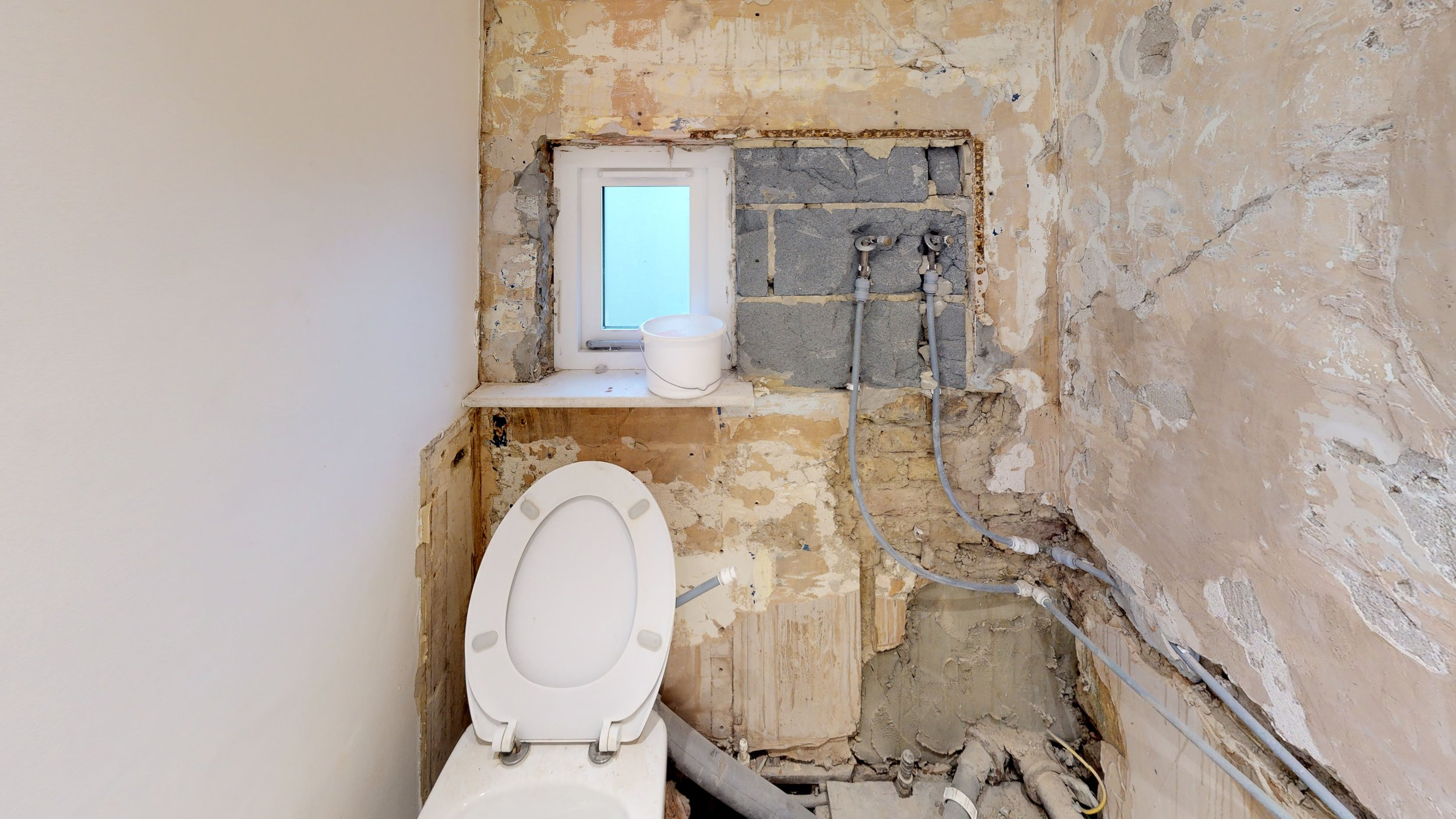 Flat-Renovation-Chiswick-Before-Bathroom.jpg