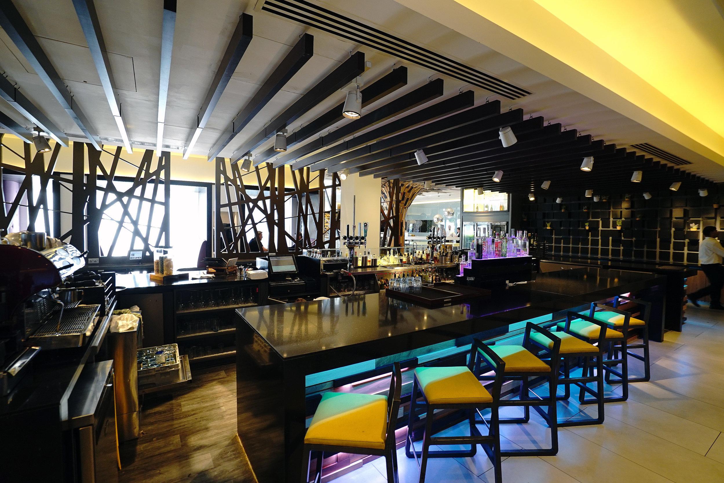 Novotel Brentford Hotel Bar L.jpg