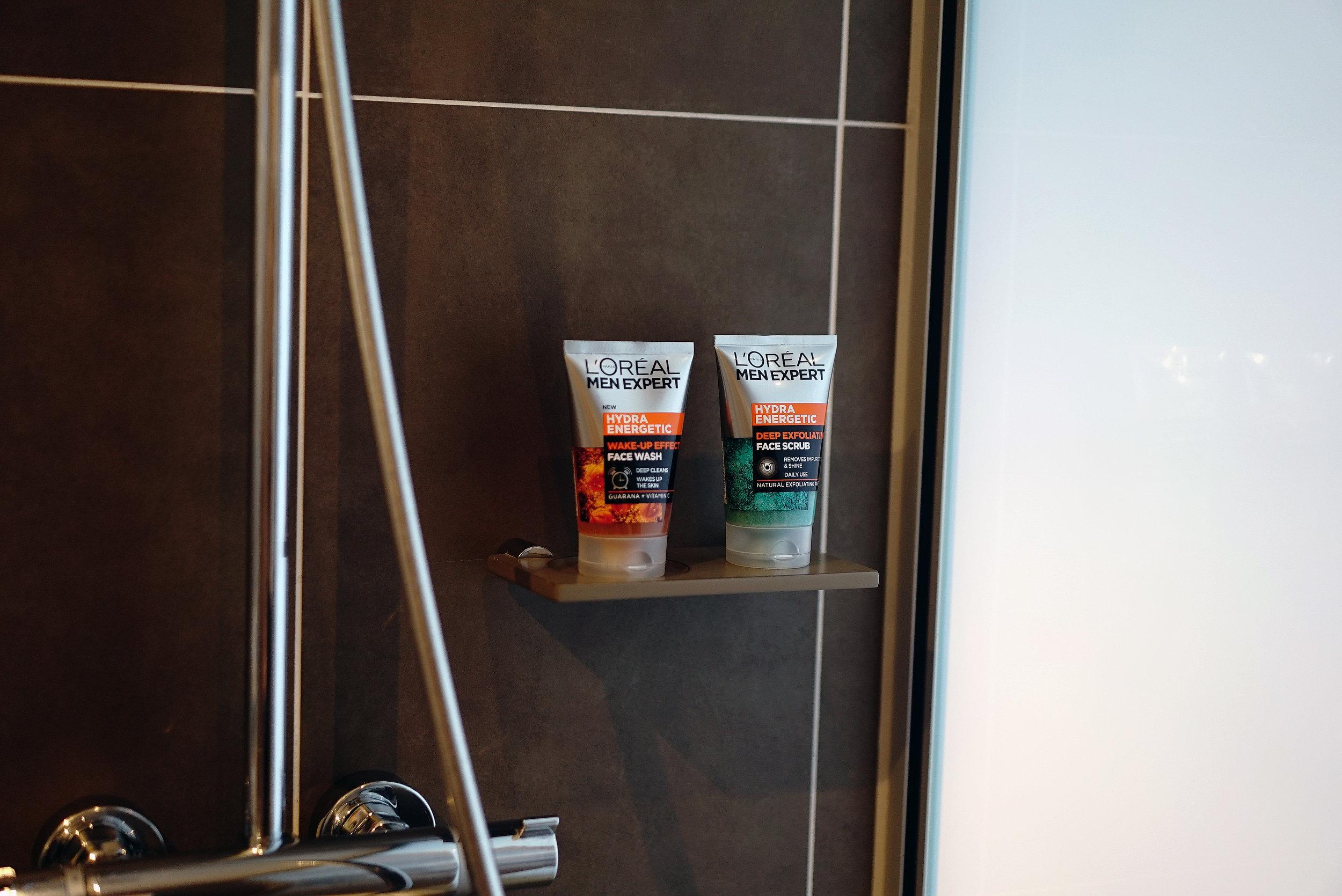 L'Oreal Face Scrub Wash L.jpg
