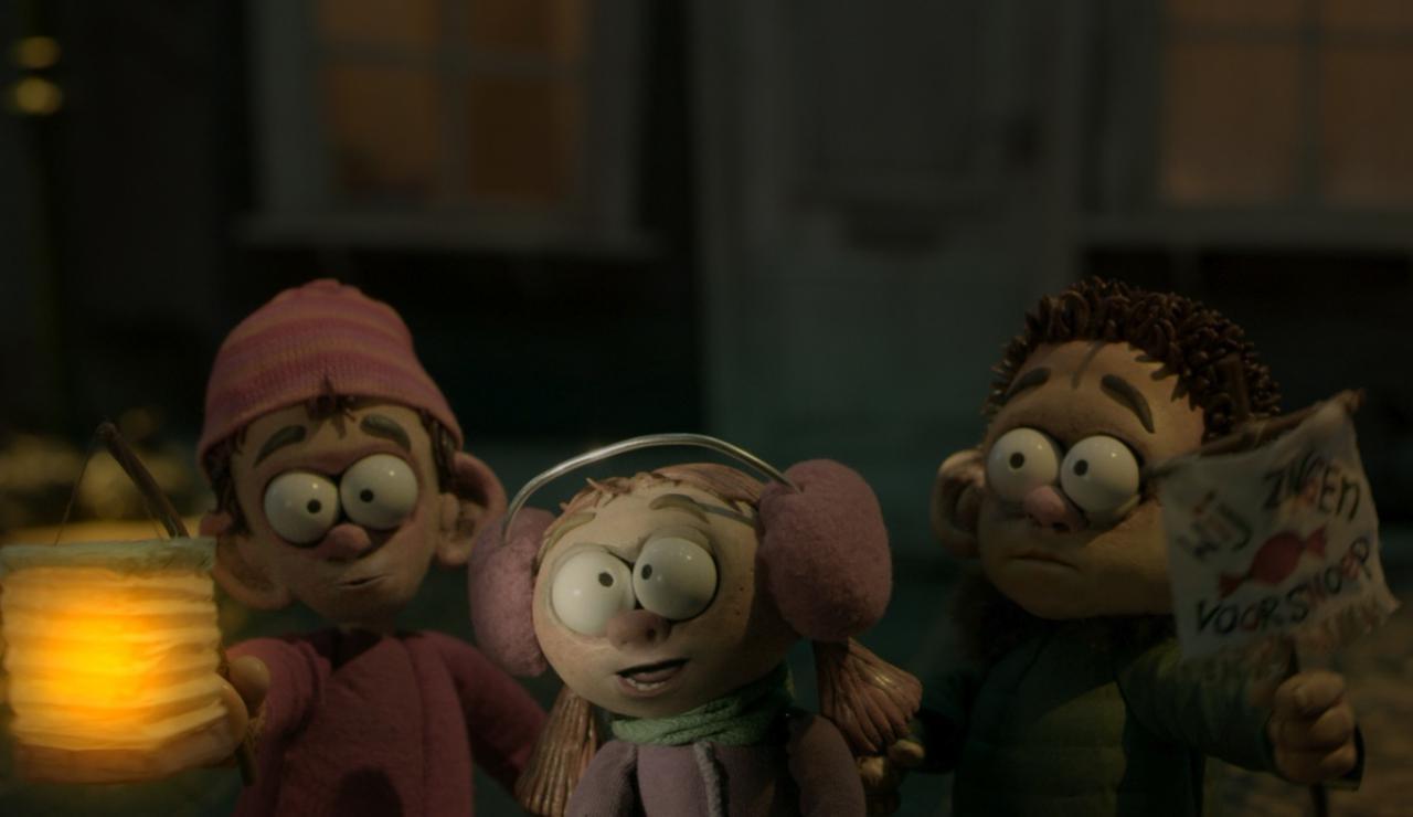 """Eine explosive Idee: Am Martinstag spielen drei Kinder """"Süßes oder Saures"""""""