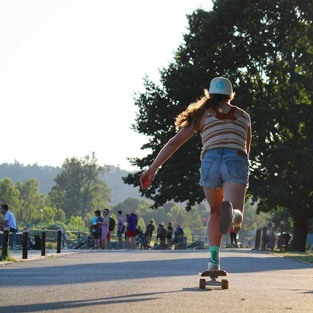 Kick, push, and coasting into summer vibes. Living the good life training in Prague. 📸: @jocelyn.taylor1 . . . . #Prague #Troja #czech #czechrepublic #skate #summer #goodvibes #skatergirl #sunset #likeakid #coast #kickpush #sk8 #cruising