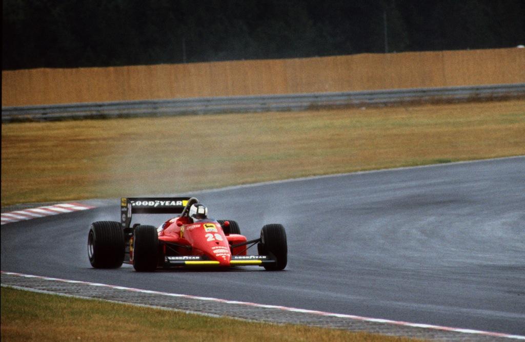 STEFAN JOHANSSON(Ferrari-1985)Nürburgring.jpg