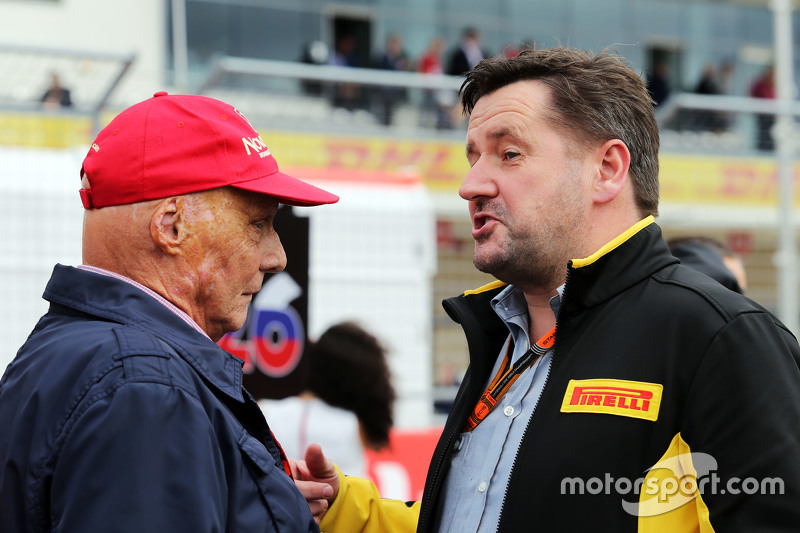 f1-united-states-gp-2015-l-to-r-niki-lauda-mercedes-non-executive-chairman-with-paul-hembe.jpg