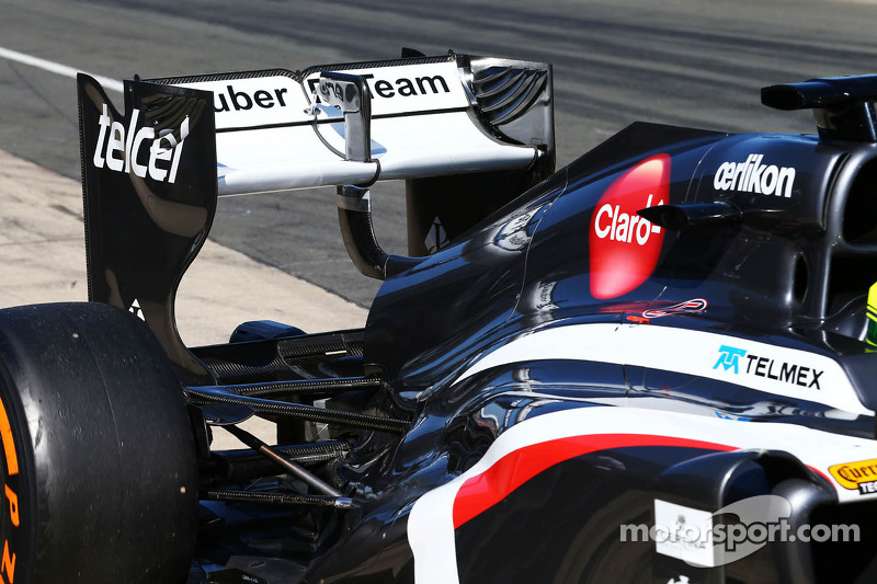 f1-july-young-driver-test-2013-sauber-c32-running-a-double-drs-system.jpg