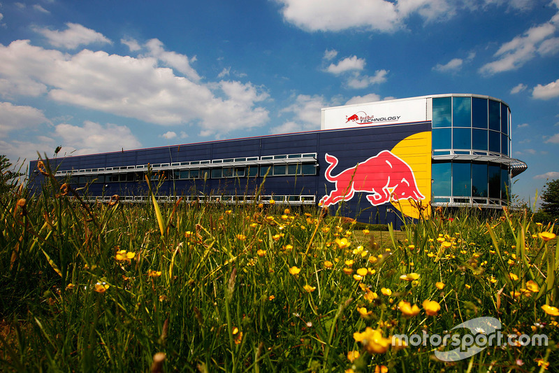 f1-a-tour-of-the-red-bull-racing-simulator-2015-the-state-of-the-art-red-bull-racing-simul.jpg
