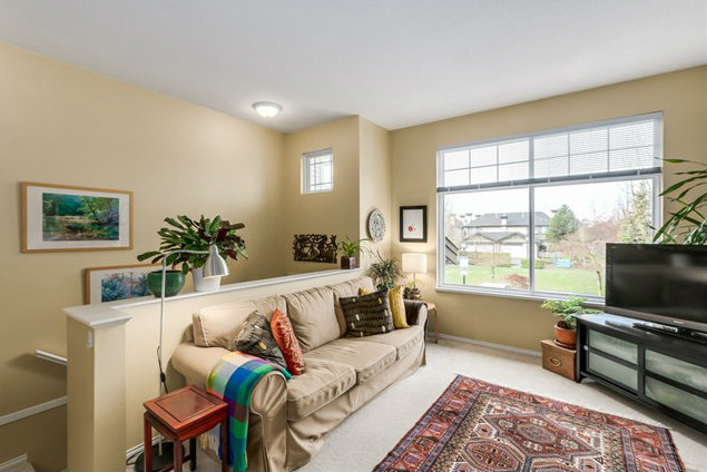 6888 Robson Dr   Square Footage: 1,253ft²   Bedrooms: 3   Bathrooms: 2.5   Price/month: $2,100/month