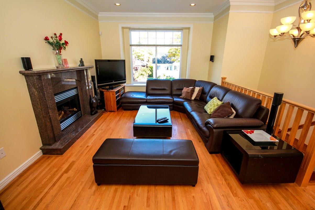 976 E 31st Ave Vancouver BC-large-008-6-Living Room-1500x1000-72dpi.jpg