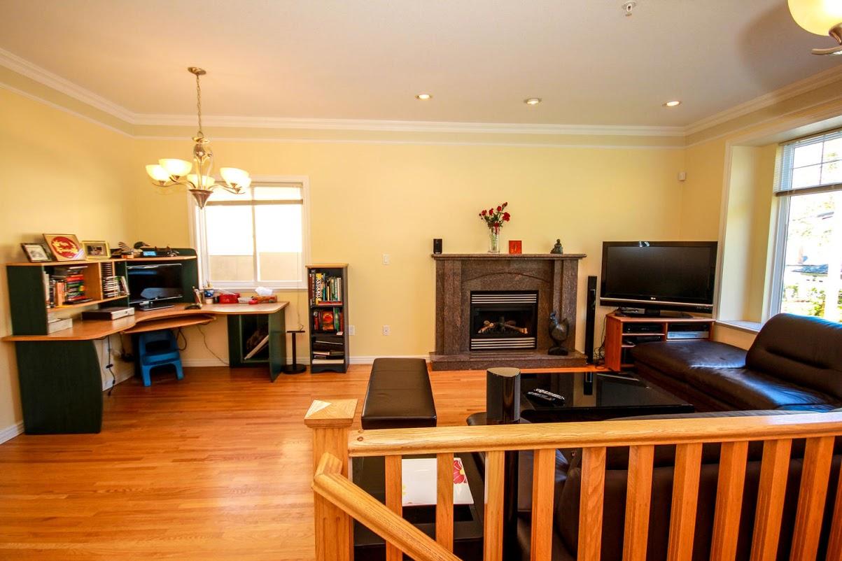 976 E 31st Ave Vancouver BC-large-010-19-Living Room-1500x1000-72dpi.jpg
