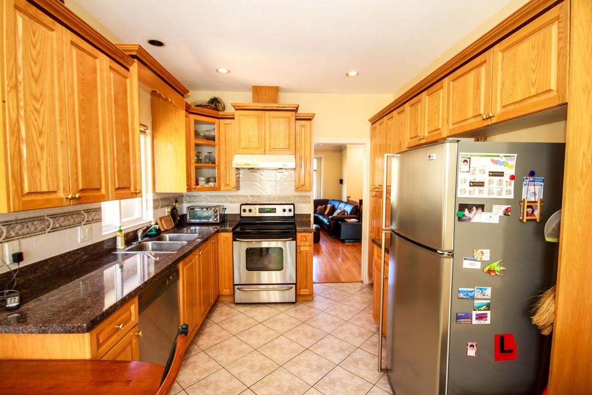 976 E 31st Ave Vancouver BC-large-013-30-Kitchen-1500x1000-72dpi.jpg