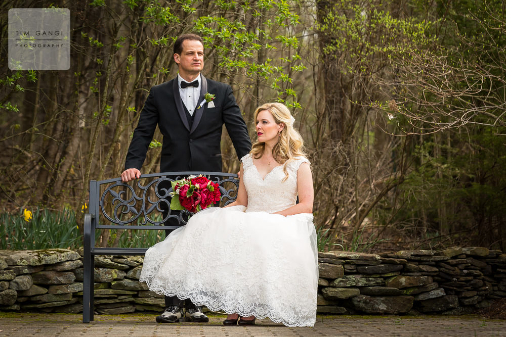 Serious bride and groom poses can look so classy!