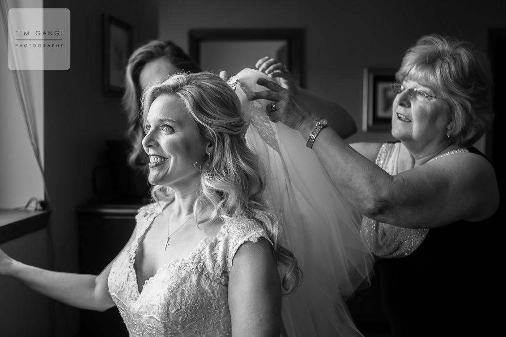 Amy's veil was passed down from her mother making it that much more special.