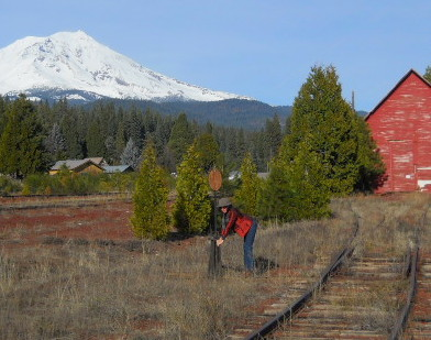 Cher tries switching track, Baise Shan Mt Shasta south slope view
