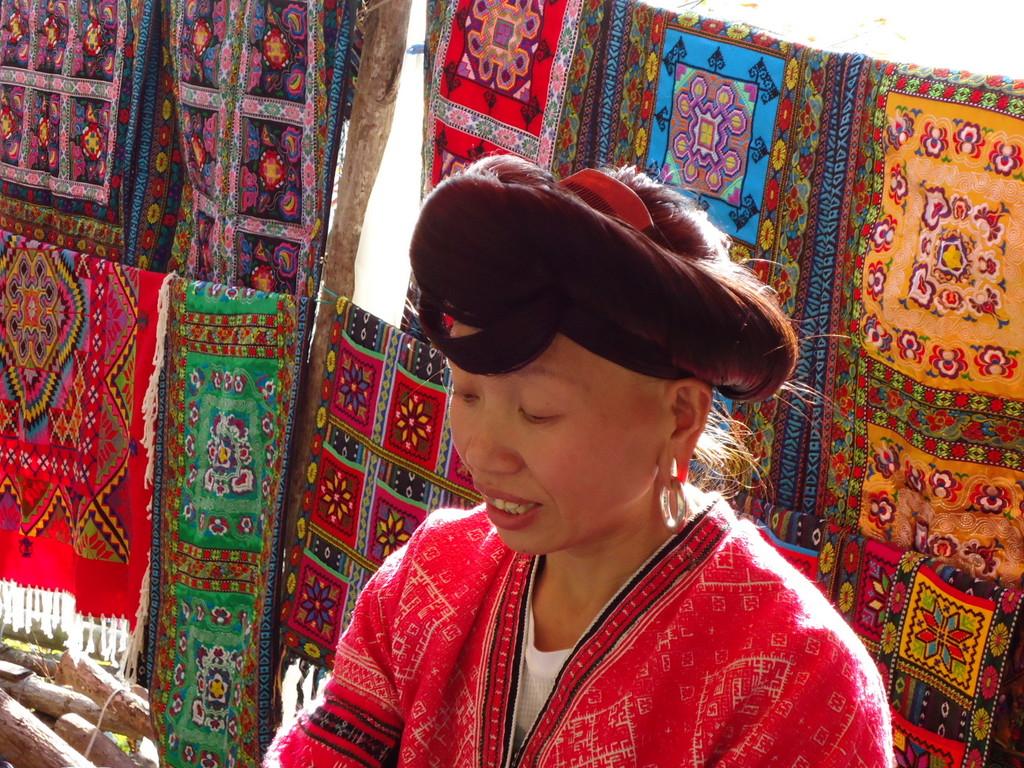 Hongyao long-haired woman