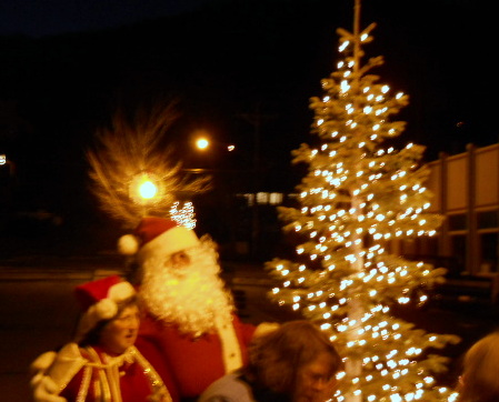 Mrs Claus, Santa and tree Pine Street Park