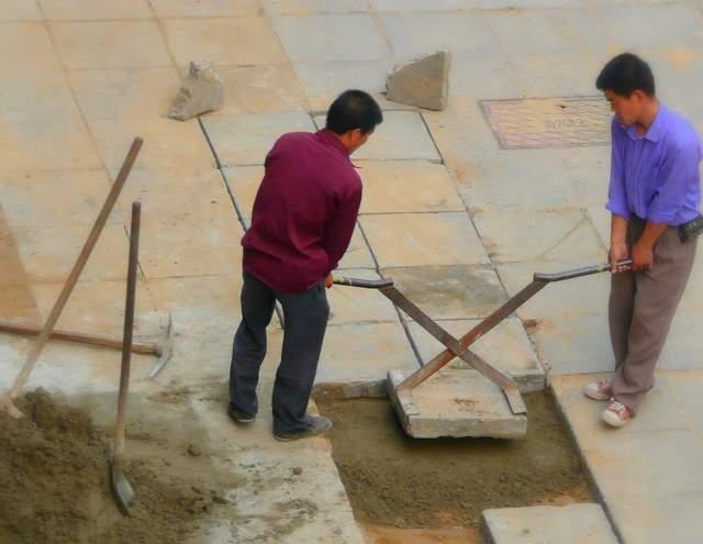 two man paver tongs