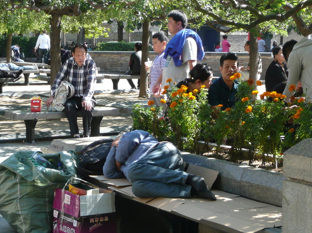 Very few homeless persons, but you can see them occasionally,  bu hui jia.