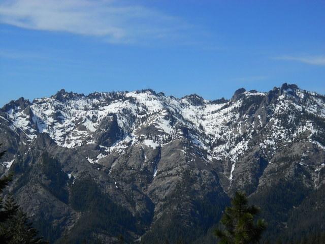 View West toward Scott Camp Ridge Notable Features : Castle Lake, Gray Rocks, Gray Rocks Lakes, Scott Lake, Heart Lake, Pacific Crest Trail