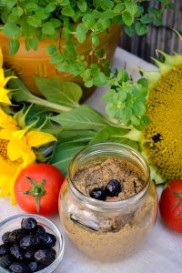 sunflower-pate-1477303_1920-200x300.jpg