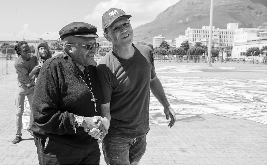 Artist Ralph Ziman and Archibishop Desmond Tutu who stopped by to see the mural in progress. Photo by  Francois F. Swanpoel.