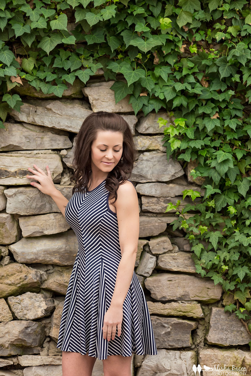knoxville-senior-portraits-ivy-wall.jpg
