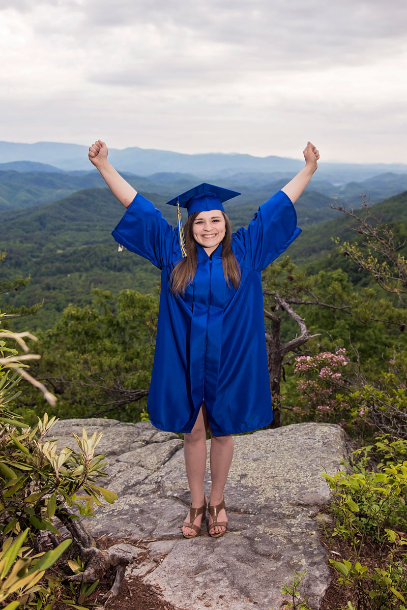 knoxville-cap-and-gown-senior-portrait.jpg