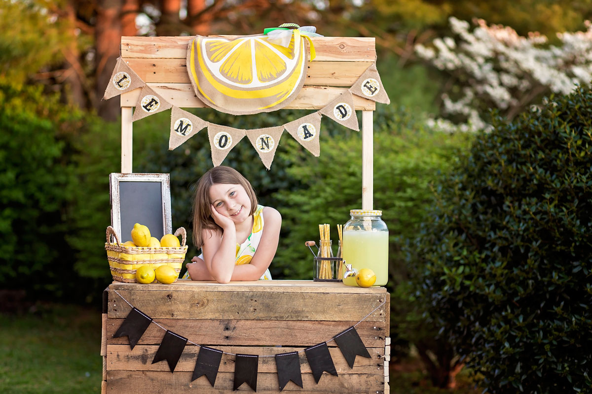 Knoxville-tween-sells-lemonade-pictures.jpg