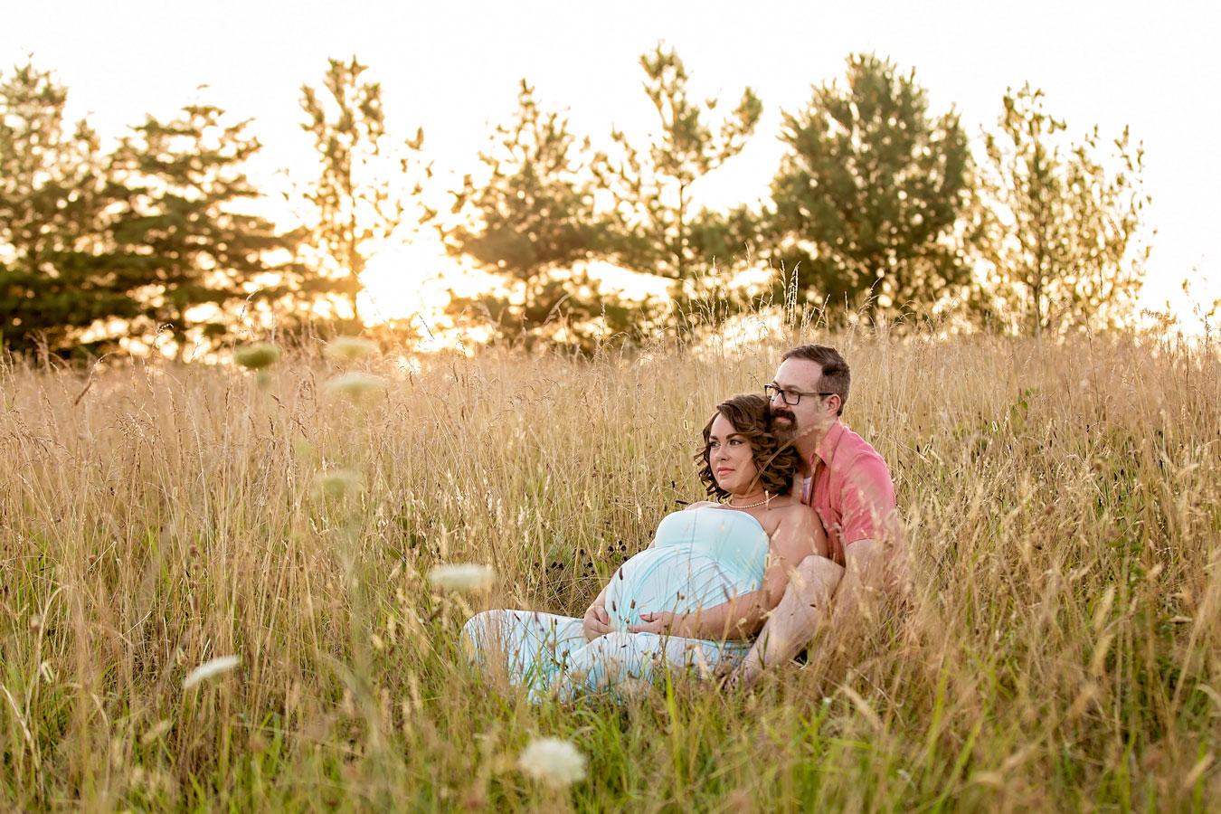 golde-grassy-field-knoxville-maternity-location.jpg