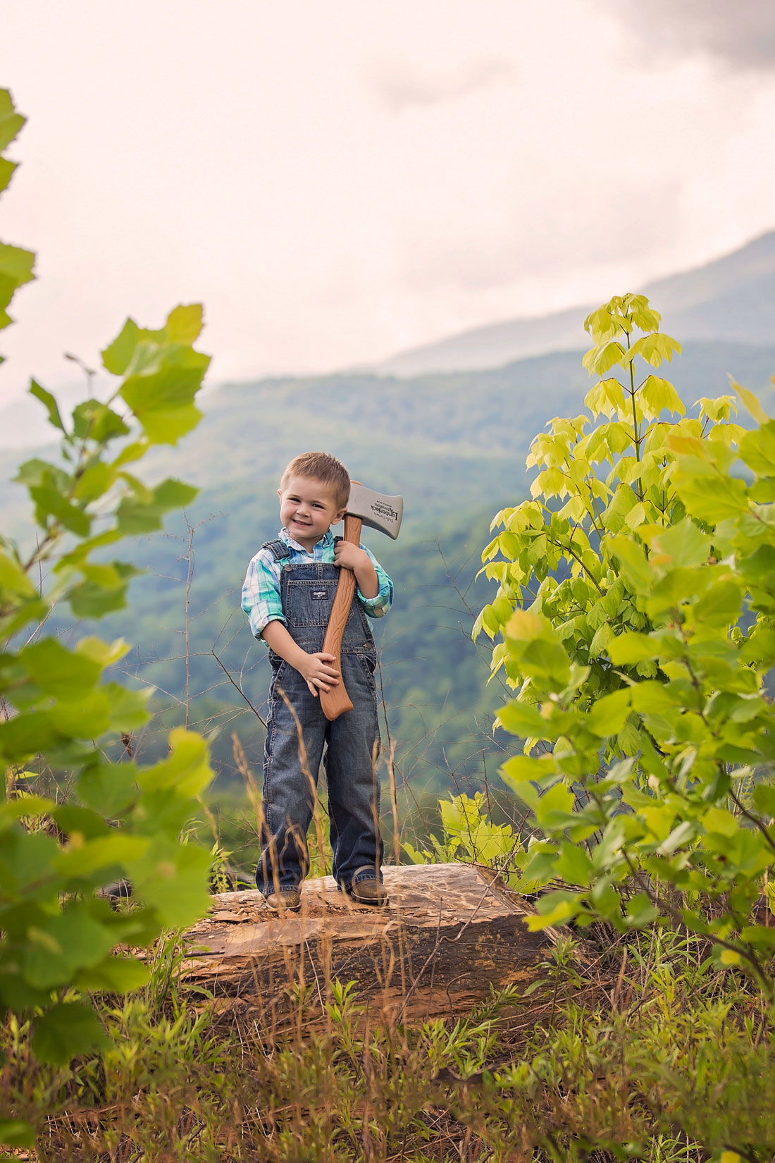 child-lumberjack-smoky-mountain-gatlinburg-photographer.jpg