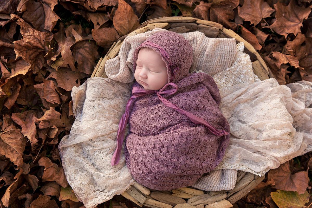 autumn-outdoor0newborn-picture-knoxville.jpg