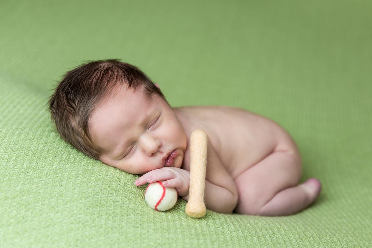 knoxville-newborn-photographer-baseball-prop.jpg
