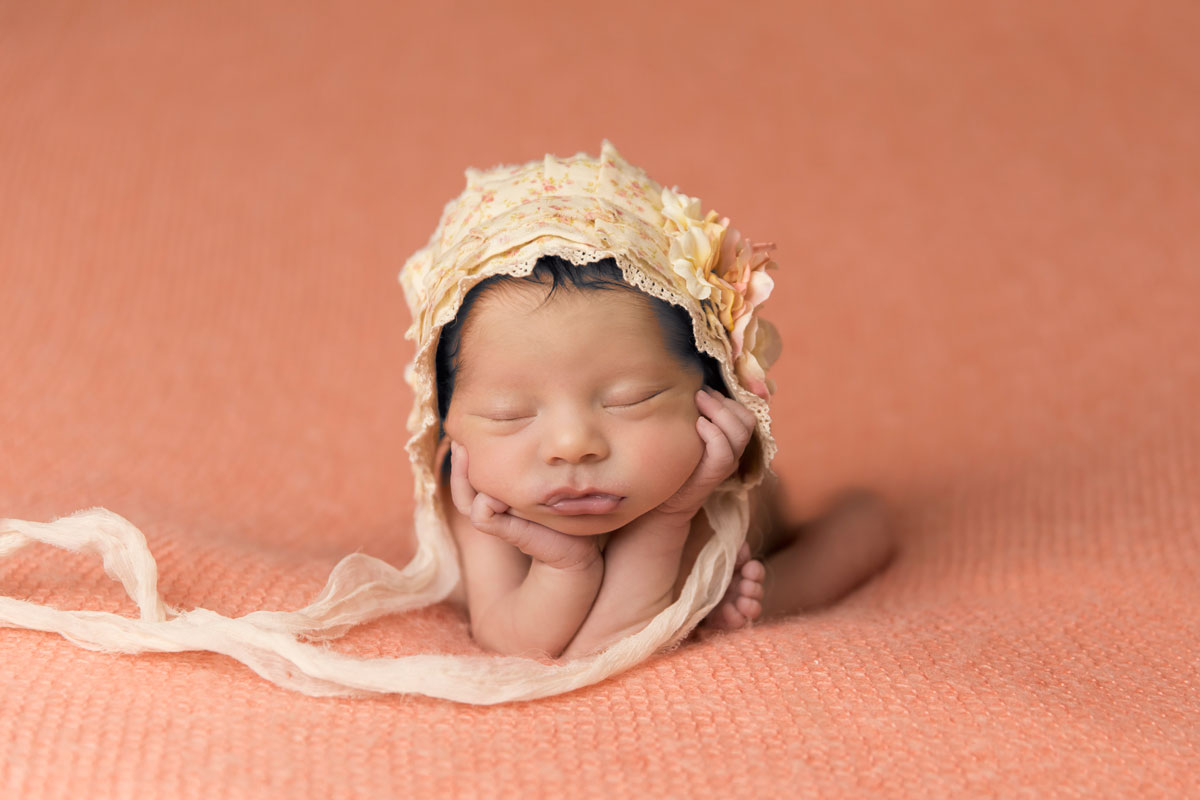 newborn-photographer-knoxville-head-on-hands.jpg