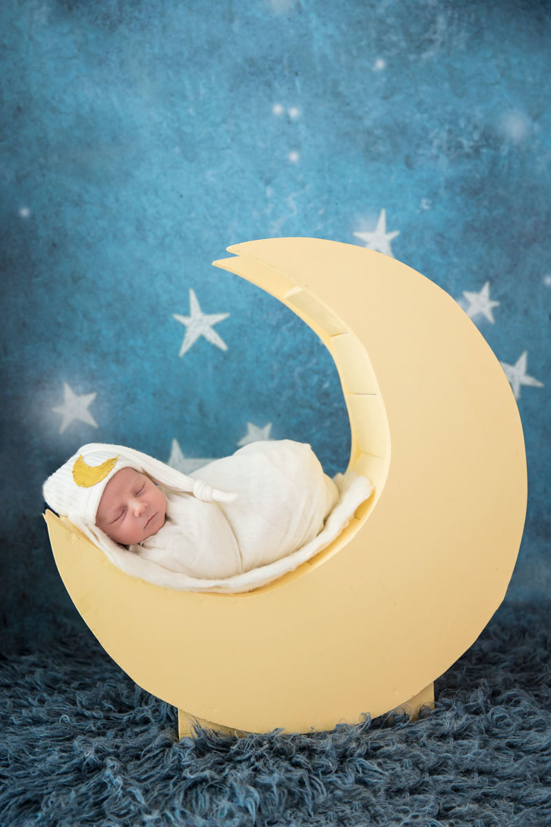 newbron-on-moon-prop-knoxville-baby-photography.jpg