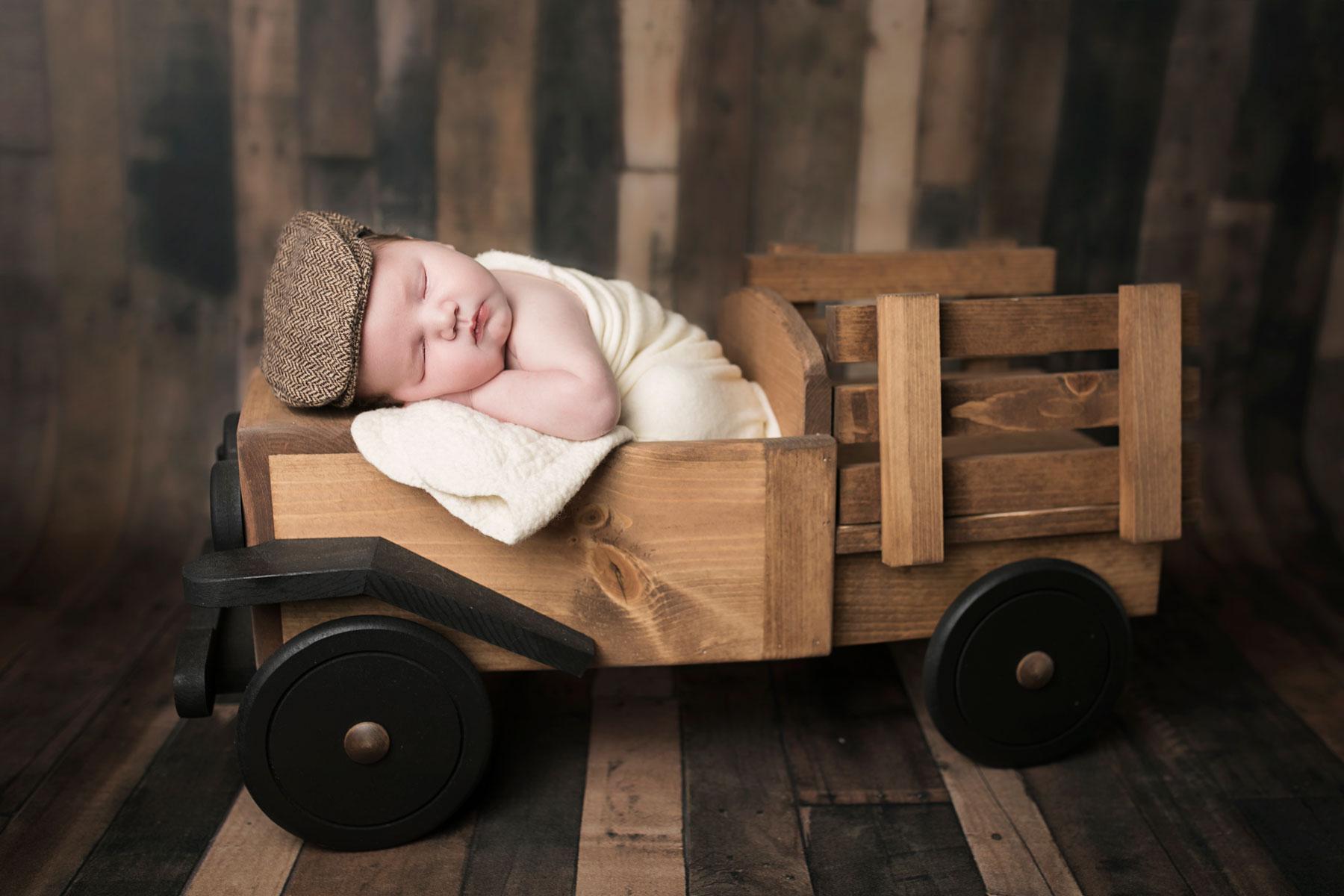 Knoxville-tn-photographer-newborn-baby-rustic-truck-barnwood-prop.jpg