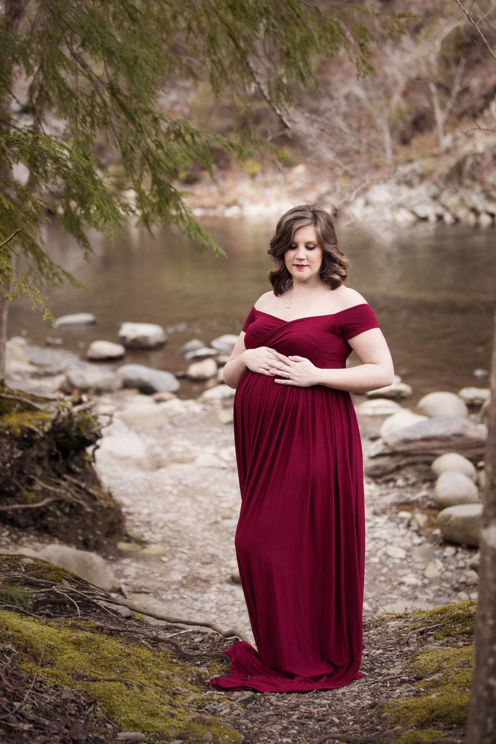 gatlinburg-maternity-river-bed-photographer.jpg