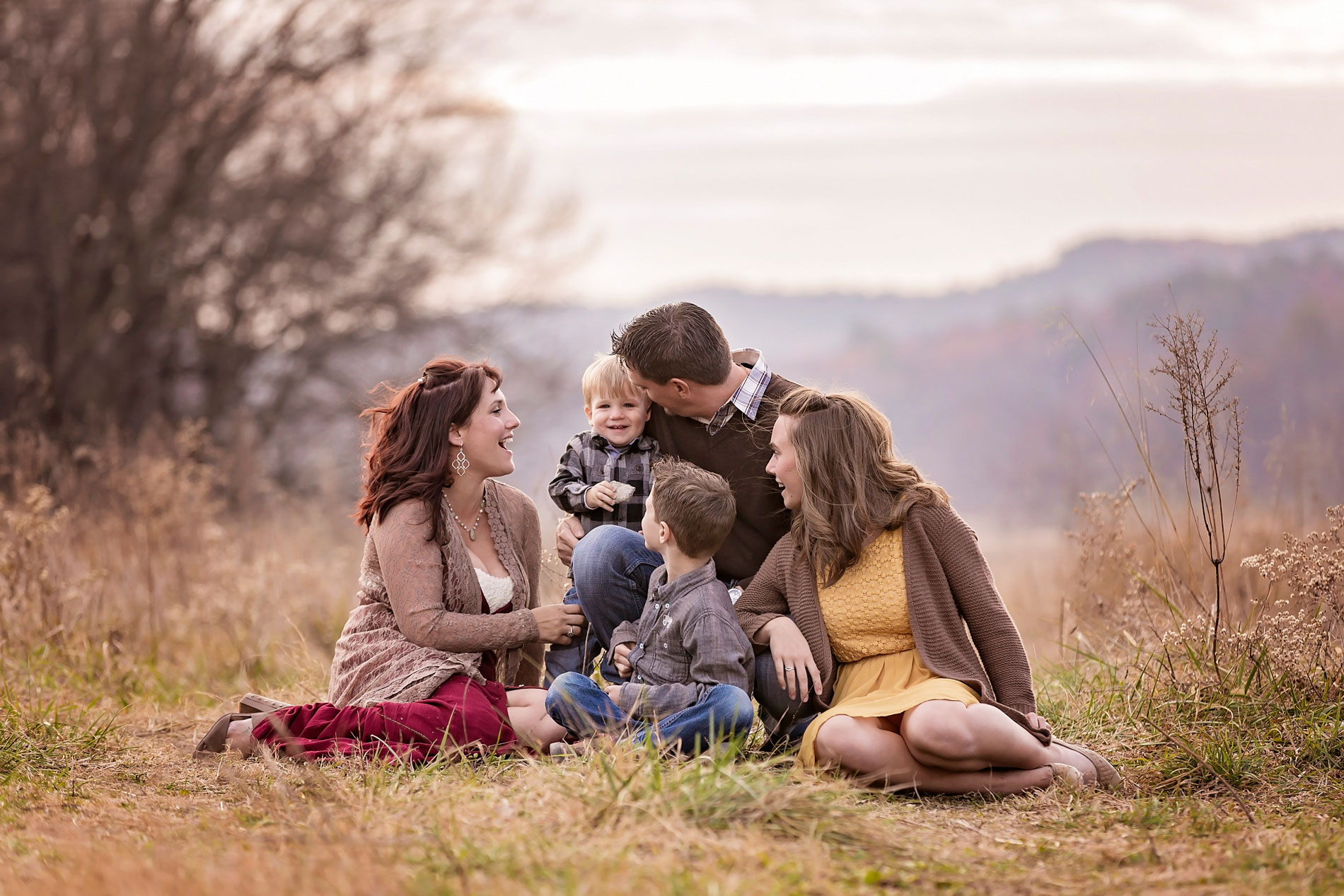 gatlinburg-Pigeon-Forge-photographer-family-in-mountain-field.jpg
