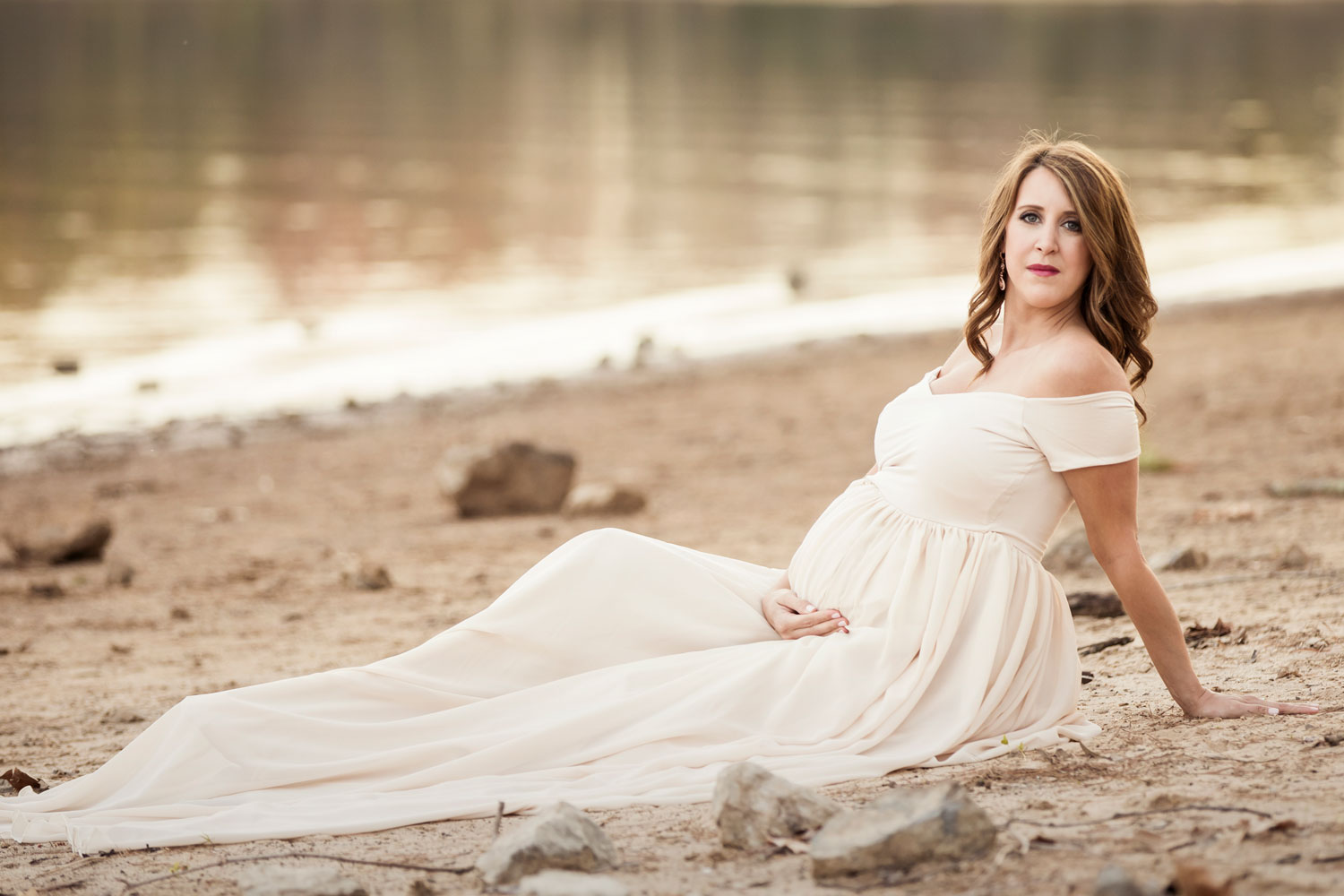 Knoxville maternity picture on the beach at the Cove.