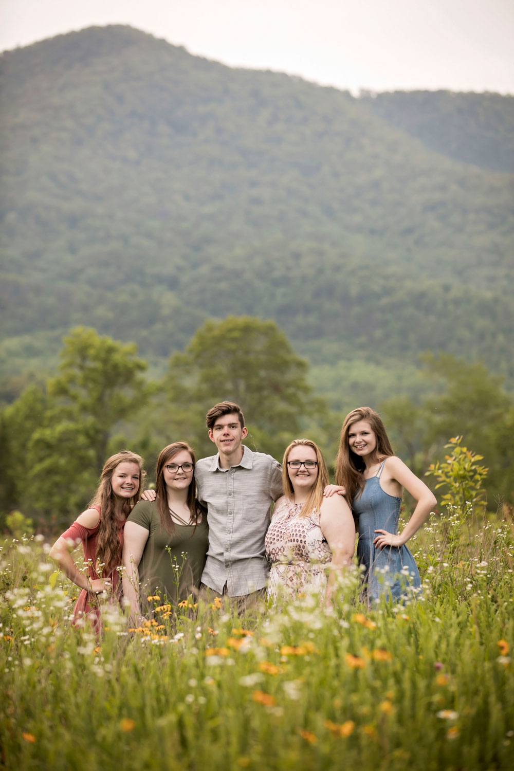 gatlinburg-family-photographer-sibling-picture.jpg
