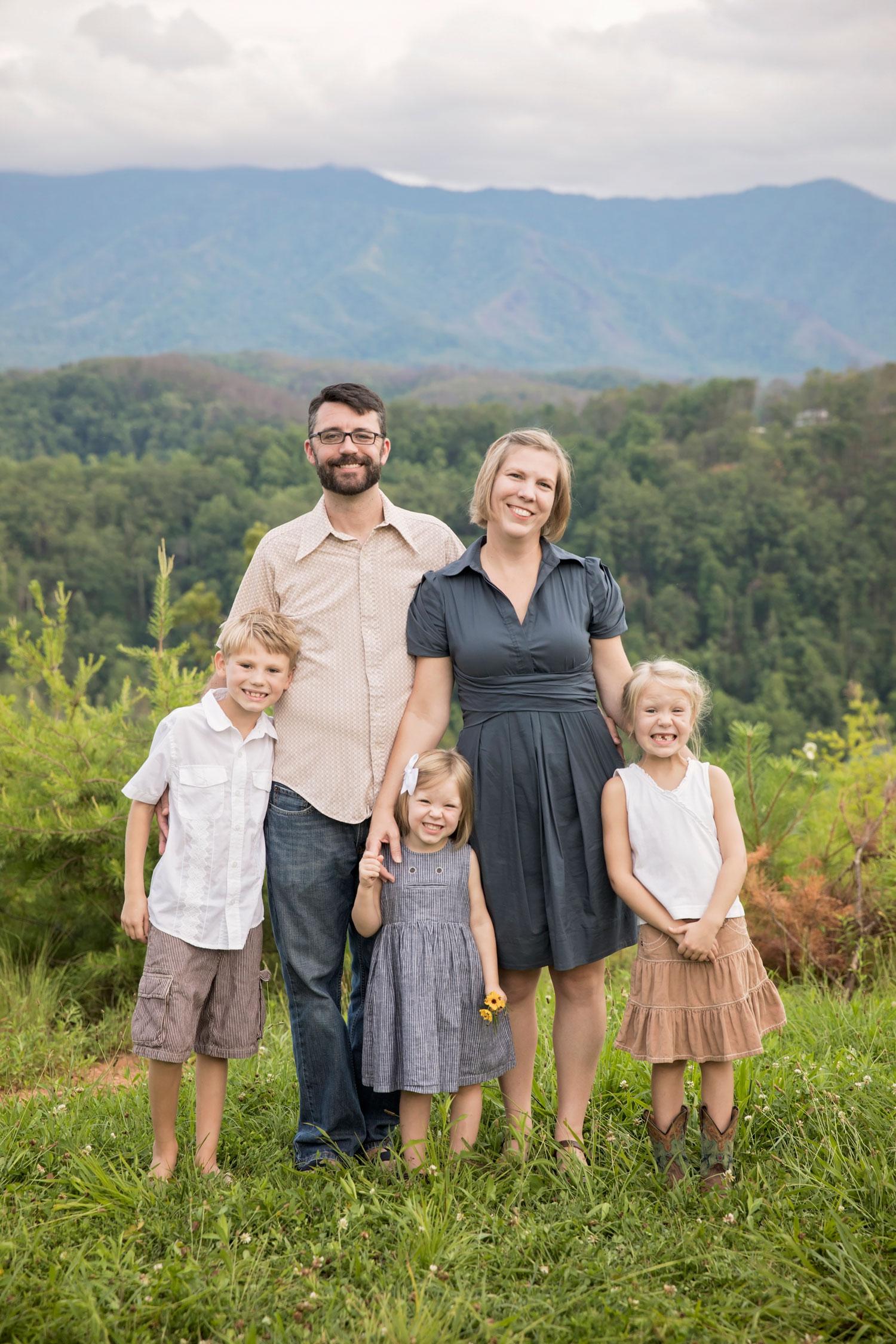 gatlinburg-photographer-smoky-mountain-family-vacation-picture.jpg