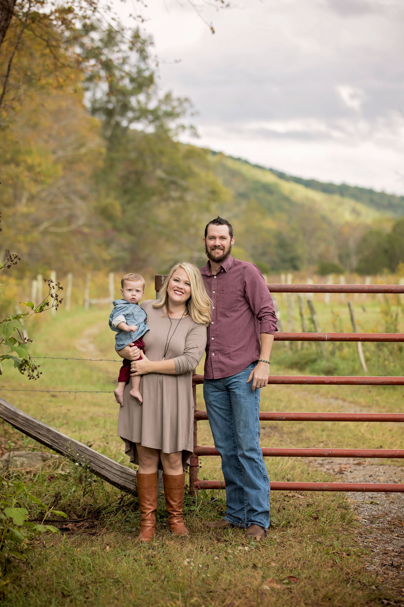 gatlinburg-vacation-family-picture-rustic-fence.jpg