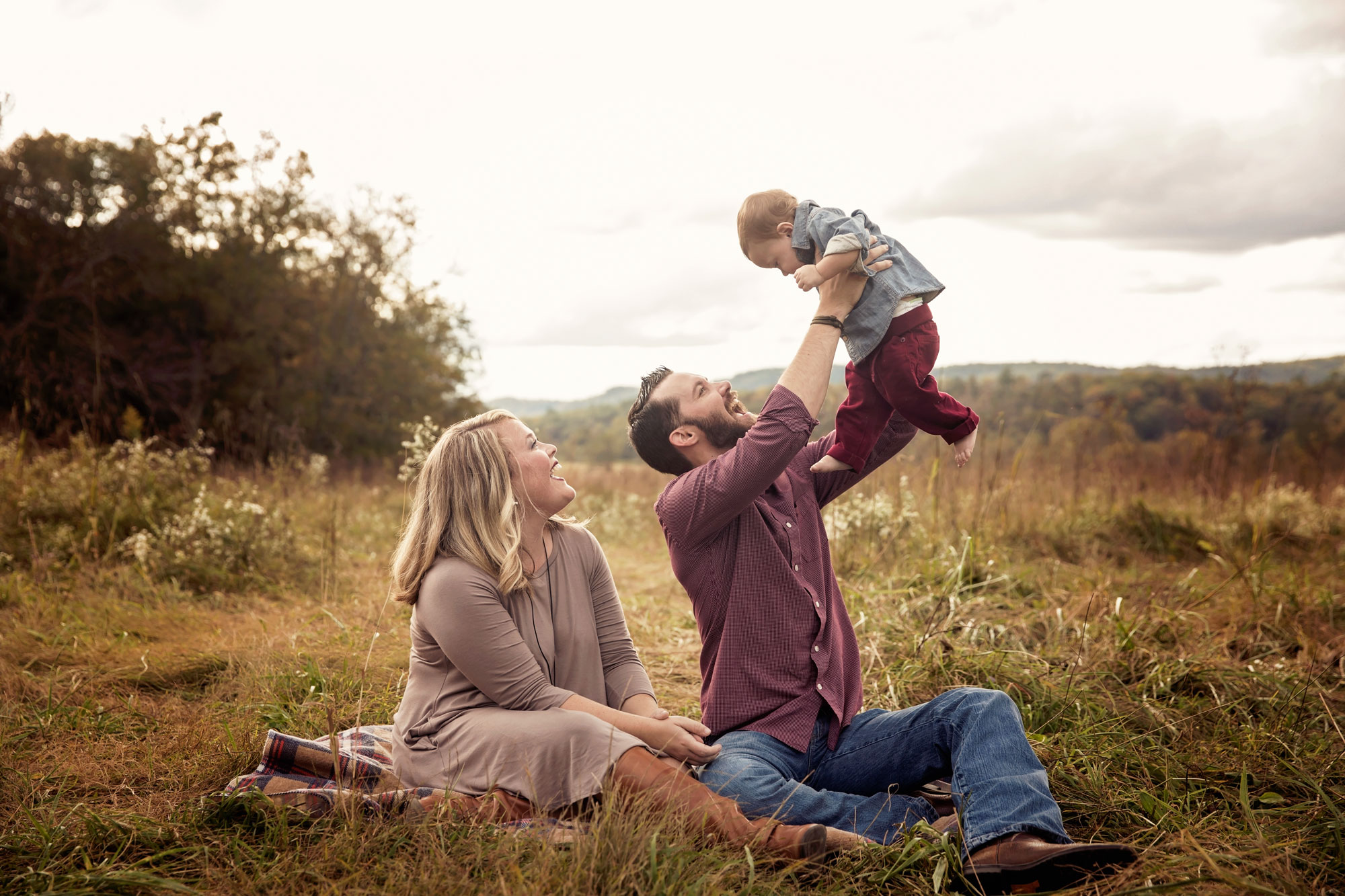 pigeon-forge-family-vacation-photographer-candid-playing.jpg