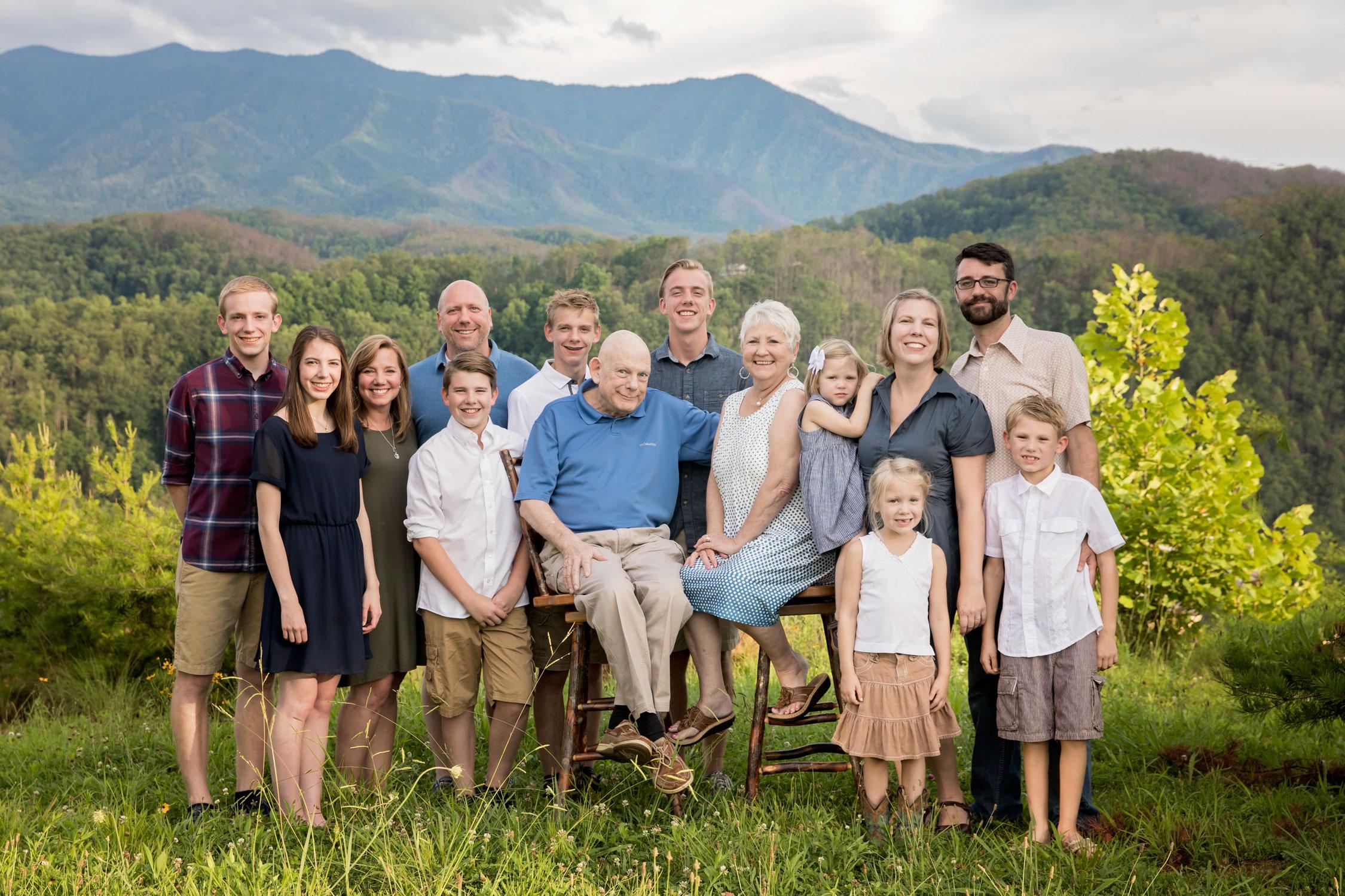 gatlinburg-photographer-family-reunion-picture.jpg