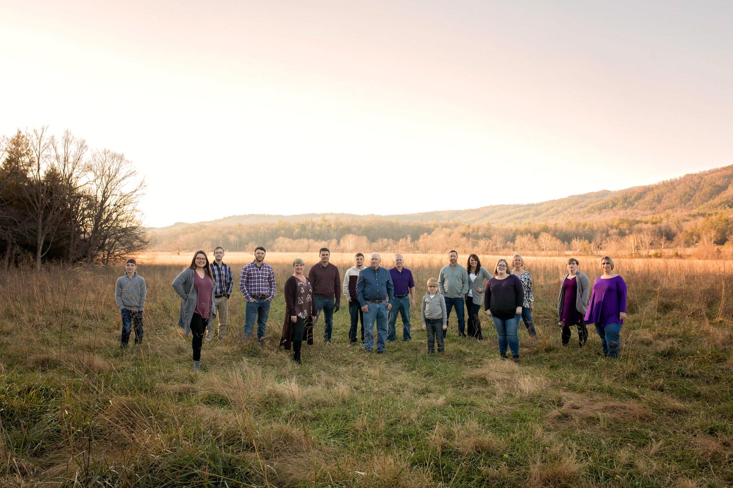 gatlinburg-family-reunion-photographhy-extended-family.jpg