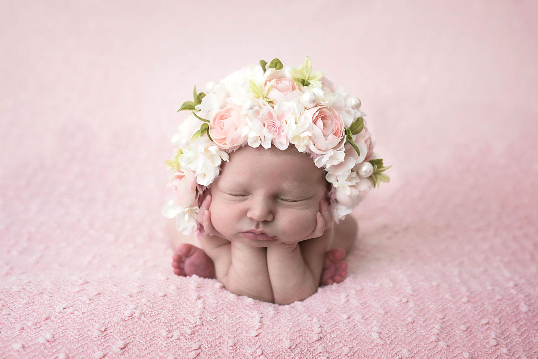 knoxville-newborn-photographer-baby-girl-pink-floral-bonnnet.jpg