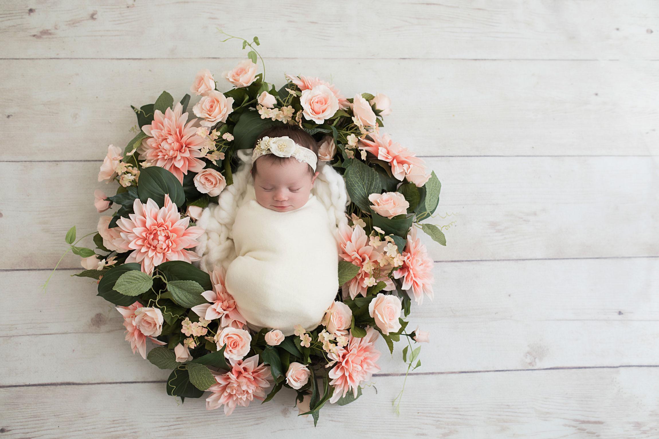 knoxville-newborn-in-wreath-pink-flowers.jpg