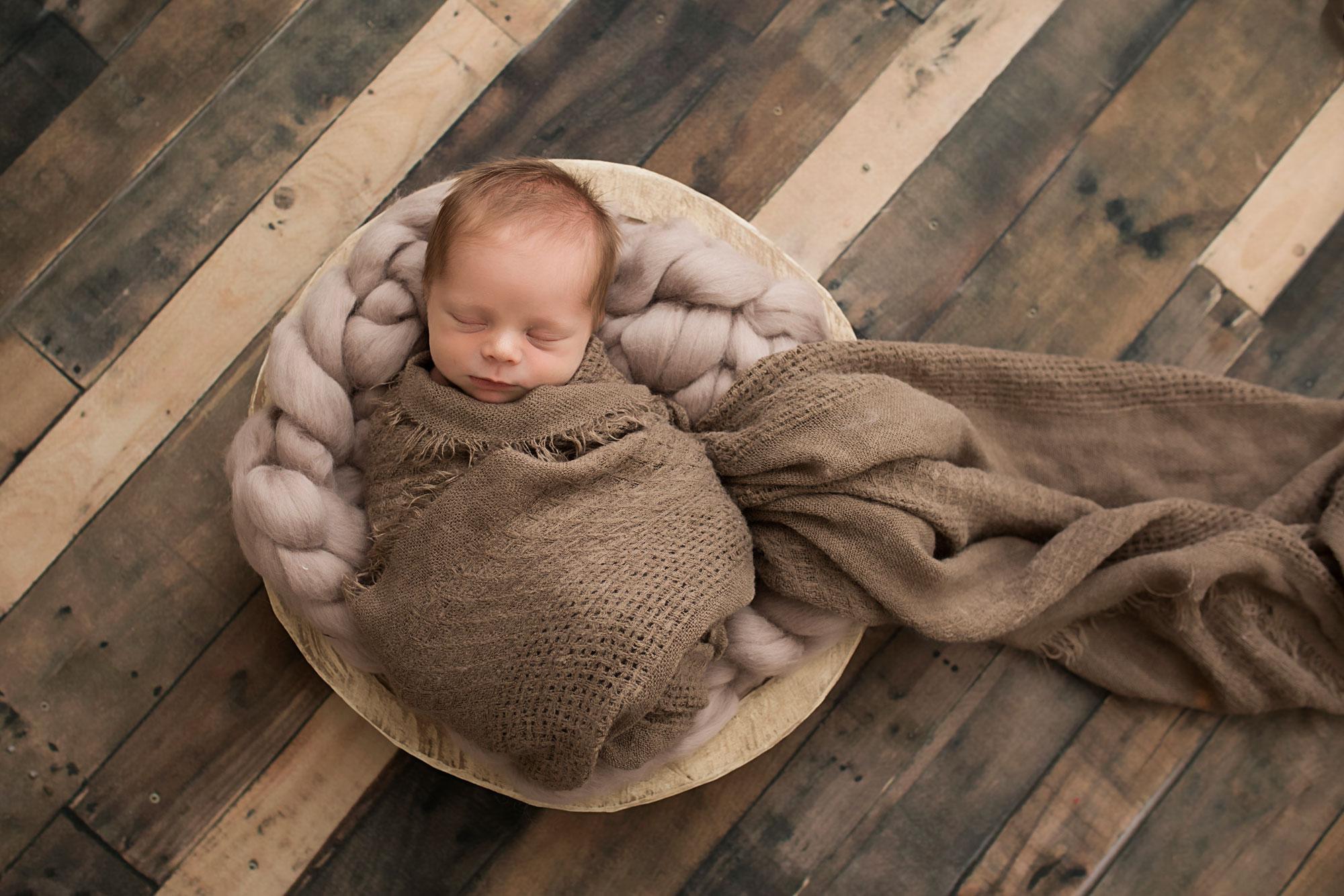 knoxville-newborn-studio-photographer-brown.jpg