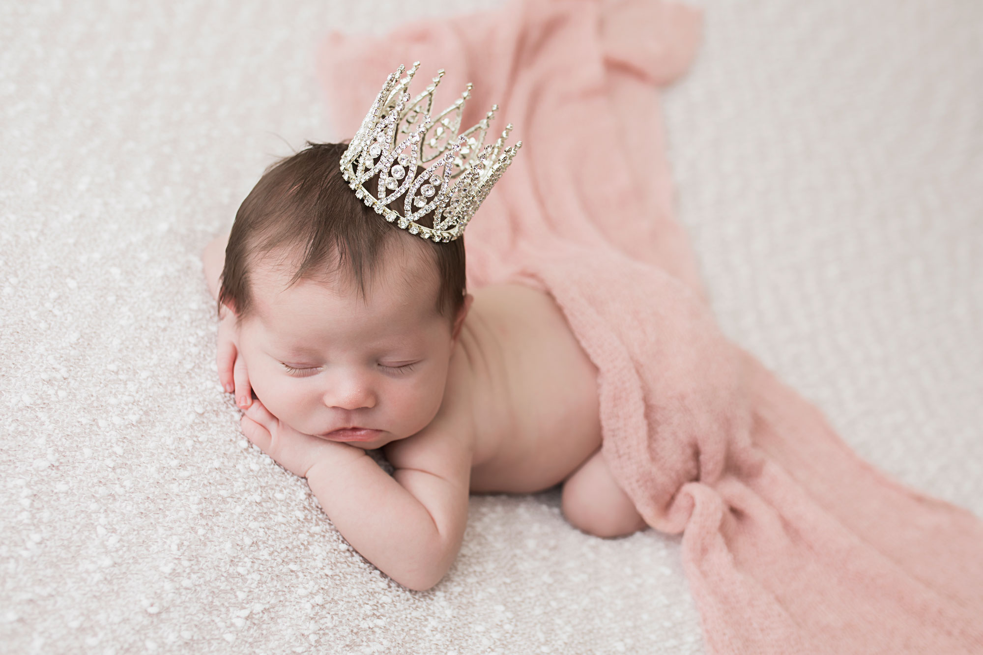 knoxville-newborn-studio-princess-prop.jpg