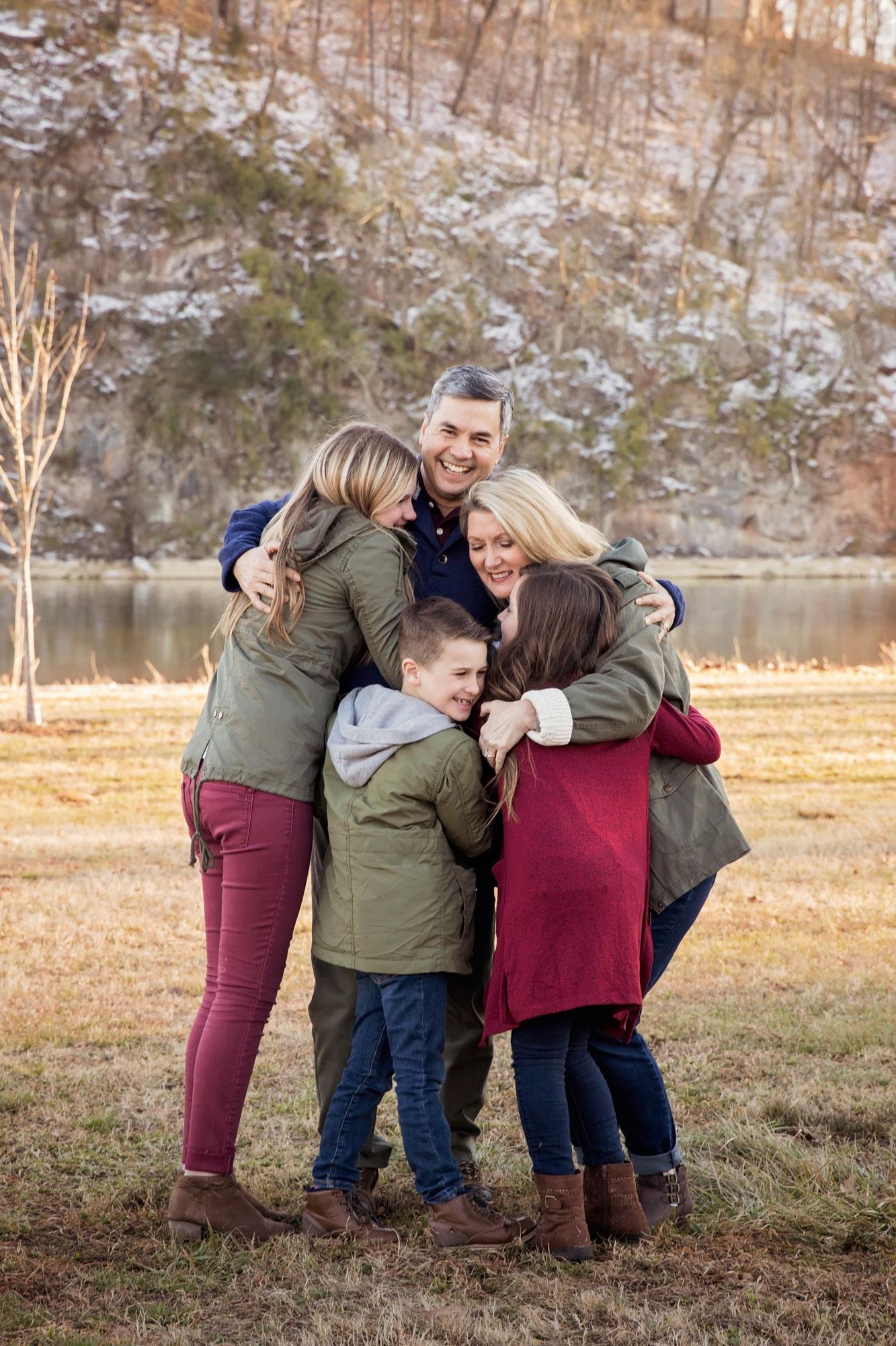 gatlinburg-family-photographer-grandparents-hug.jpg
