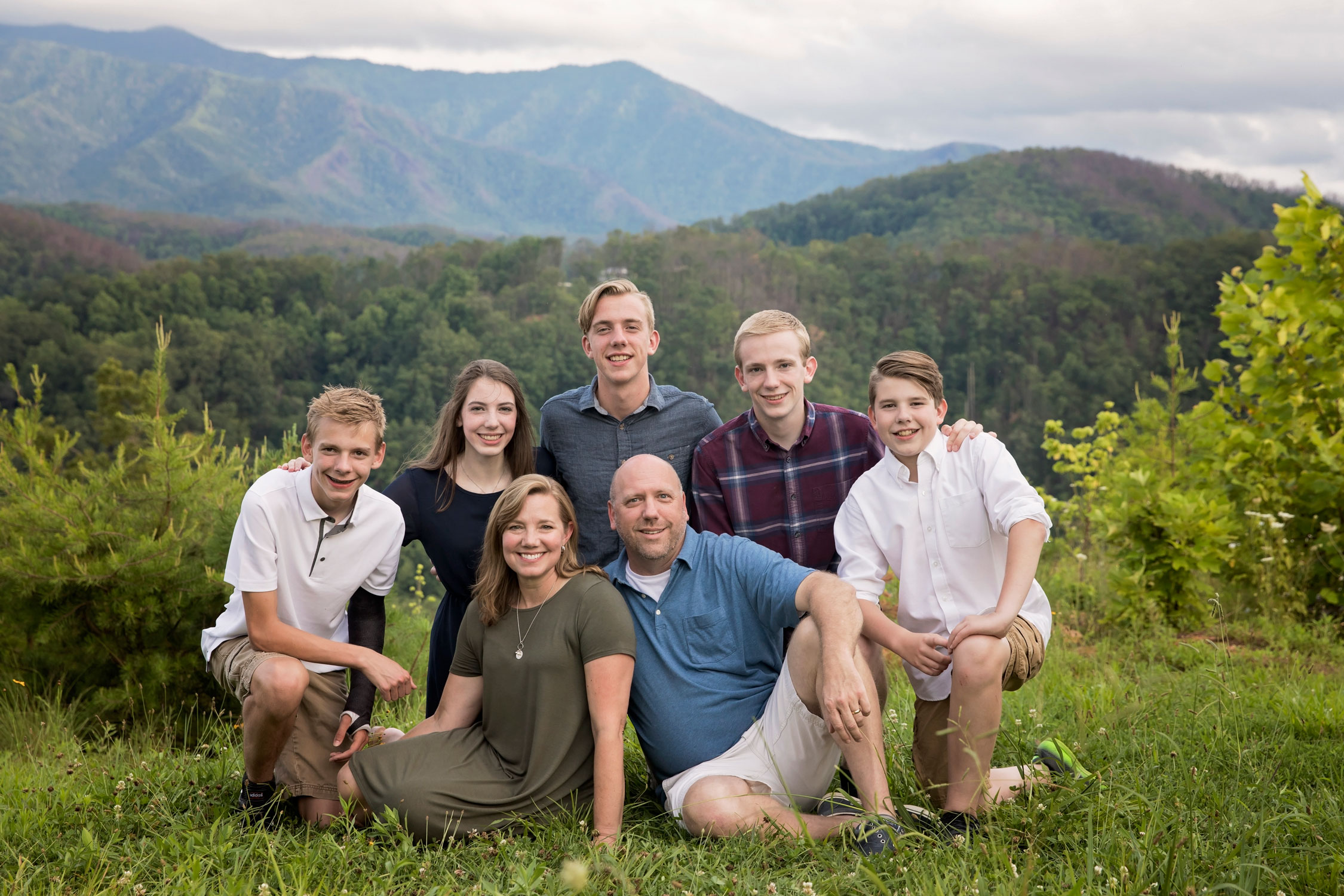 gatlinburg-and-pigeon-forge-family-photographer-reunion.jpg